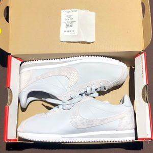 Nike Women's Classic Cortez Prem, Size 8